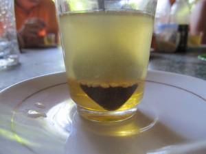 Honig, Pollen, Limette und Tee - soll unglaublich gesund sein! Und schmeckt auch noch lecker!