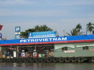 Schwimmende Tankstelle