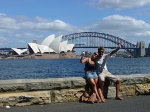 Butzis vor den Wahrzeichen Sydneys