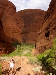 Im Valley of wind-Kata Tjuka trafen wir diese Aborigini frau ;)