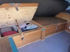 Links 2 Wäschefächer, re Ersatzteile + Werkzeug