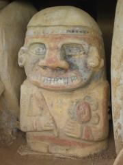 Eine der vielen Statuen in San Agustin