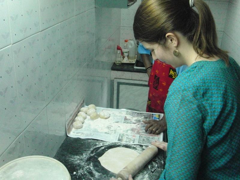 Julia beim Chapati machen :)