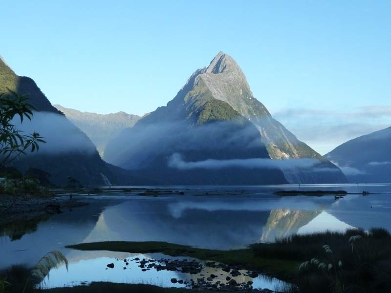 "Fruehmorgens am ""Milford Sound""...."