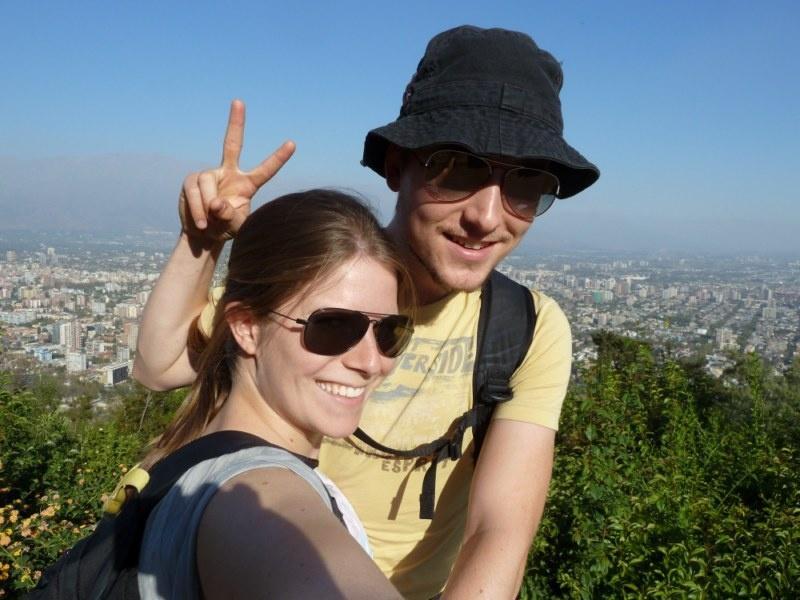 """...nochmals ein Foto vom """"Cerro San Cristobal"""", diesmal mit in-Smog-gehuellten Anden im Hintergrund ;)"""