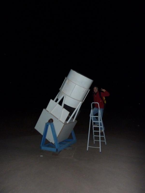 Samy mit einem der Riesen-Teleskope
