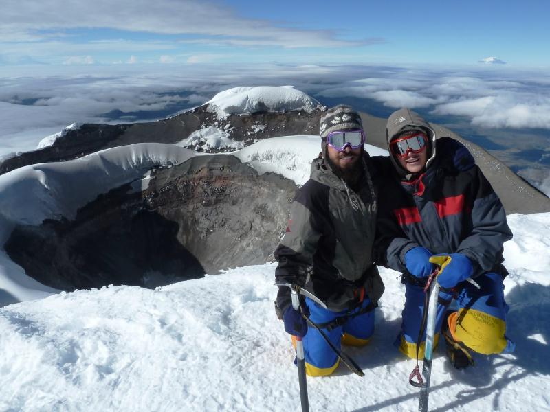 Der grandiöse Ausblick über den Krater des Cotopaxi hinweg entschädigte für die Strapazen des Aufstiegs. Wenigstens teilsweise! :-)