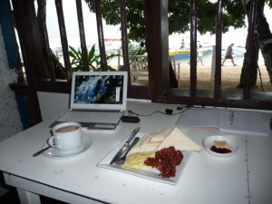breakfast-service by rain to the terrace