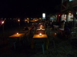 dinnertime at the Seaslugs with livemusic on the beach