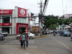 you´ll find many fast food shops on the road like Chowking or Jollibee