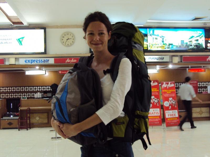Am Flughafen in Surabaya, Zwischenstop von Yogyakarta nach Mataram.