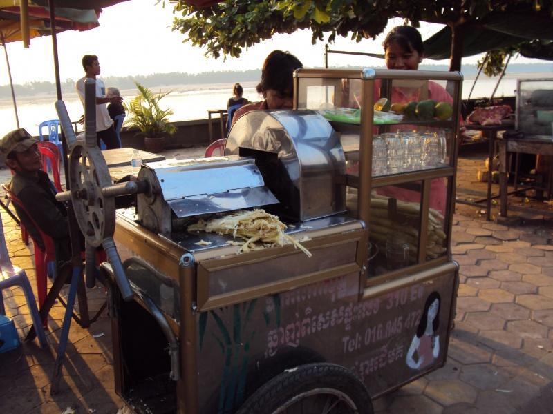 Ein Zuckerrohrsaft-Stand am Mekong. Hmmm. Lecker.