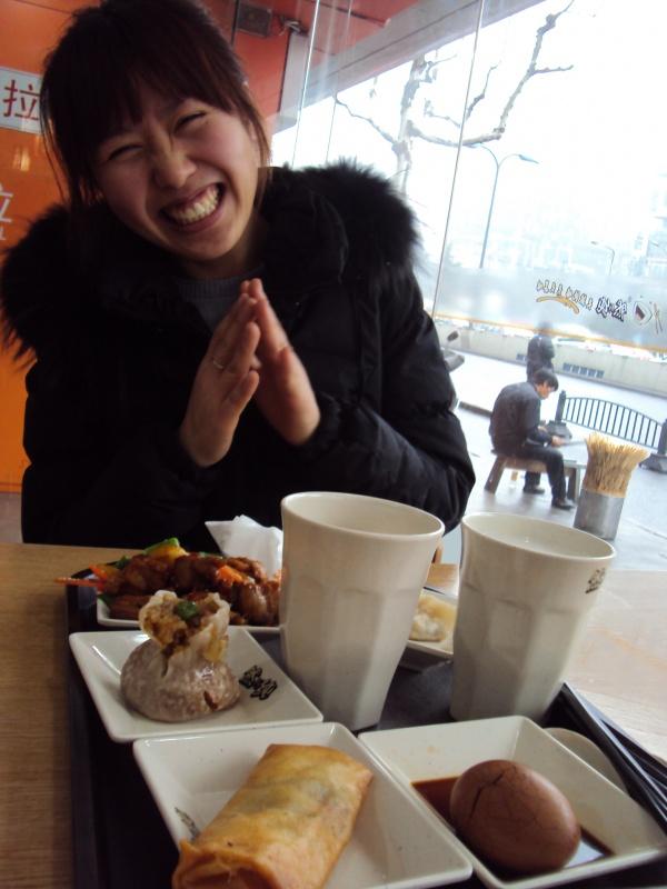 Unser erstes Mittagessen in Aihuas Lieblingskantine in Xu Hui.
