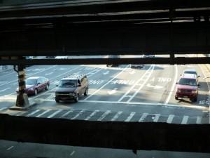 Strasse unter Subwaylinie