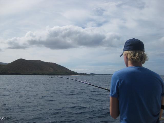 Angelguide Leon Rauprich beim Abklopfen der Blue Marlin Stellen