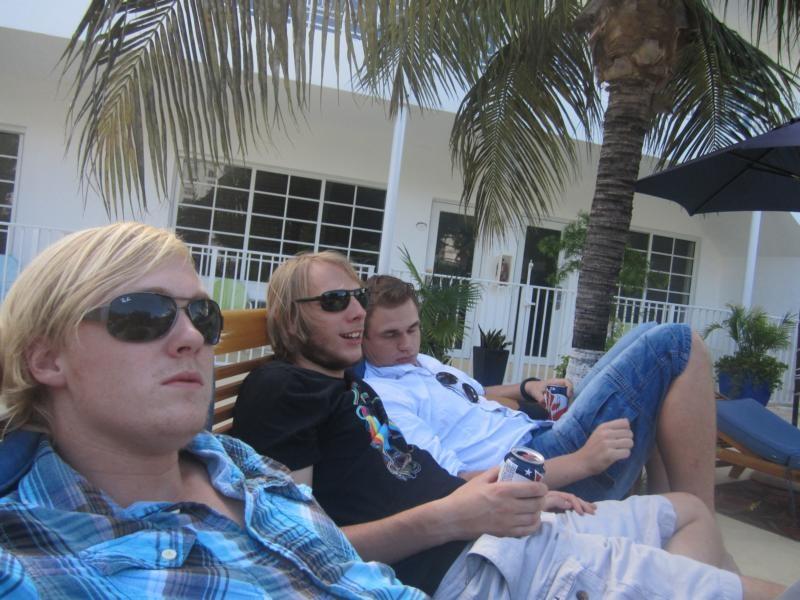 Wir entspannen am Pool