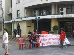 Die Demonstranten und ihre Wächter