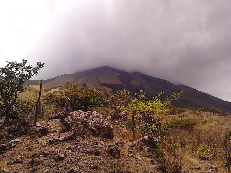 Blick rauf zum Krater