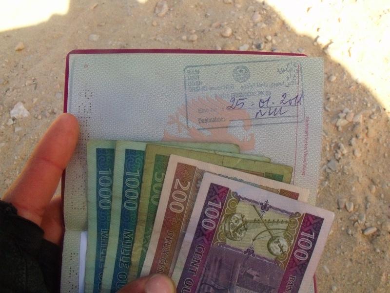 Einreisestempel und erstes Geld