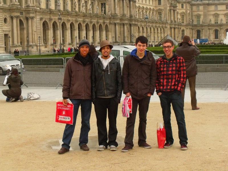 Jens, Lukas, André und ich vorm Louvre