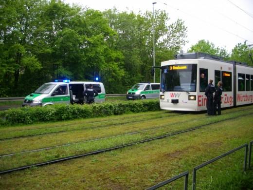 Polizeikontrolle der Schweinfurter Fans.