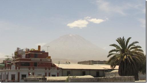 Arequipa - im Hintergrund der Vulkan Misti (5828 m)