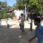 1 jonglierender Mönch, 2-Felder-Ball und 255 Zahnbürsten
