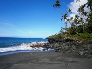 Der Black Sand Beach - von Vulkanasche schwarz gefärbter Sand