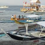 Kleine Bangka-Auswahl. Im Hintergrund eine Floating Bar.