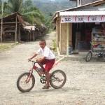 Dorfplatzradler in Bukit Lawang