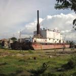 Tsunami-Denkmal: 4 km landeinwärts gespültes Generatorschiff Apung 1