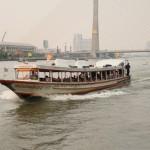 typisches Fährschiff in Bangkok