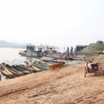 ominöse Kiste (Sarg) am Ufer des Mekong