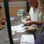 Briefmarken kleben…harte Arbeit