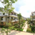 Reihenhaussiedlung in Lijiang – könnte auch Deutschland sein