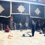 Gläubige vor dem Joghang Tempel