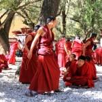 staatlich genehmigte Diskussionsrunde in einem Kloster