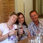 Franzi, Lutz und Angie bei der Weinprobe