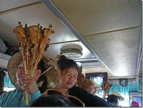 Verkäuferinnen im Bus